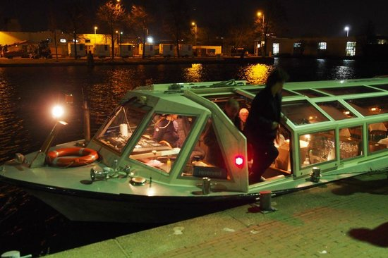 Mercure Hotel Amsterdam City: Canal cruise that stops outside the hotel