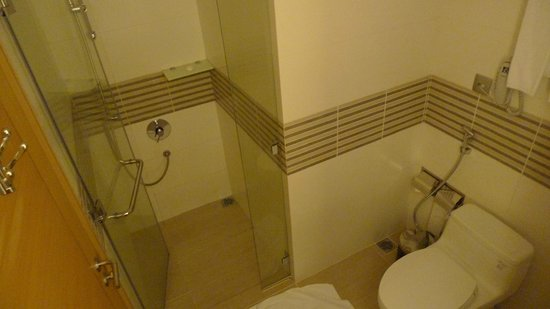 Liberty Central Saigon Centre Hotel: bathroom_1