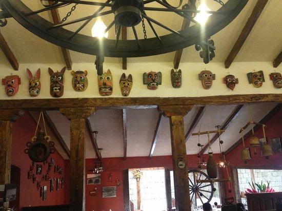 Hacienda Abraspungo: Decoración restaurante