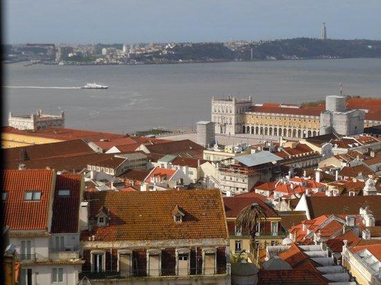 Solar dos Mouros : vue sur la place du commerce