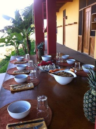 Costa Rica Yoga Spa: family style dinning