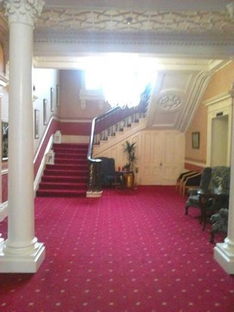 Boyne Valley Hotel & Country Club: Staircase