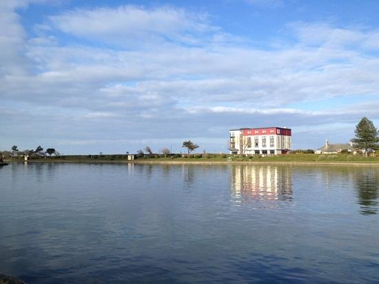 Ramsey Park Hotel: view of hotel from Mooragh Park