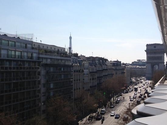 Renaissance Paris Arc de Triomphe Hotel: Eiffel Tower & Arc de Triomphe