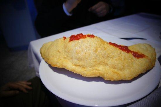 Saraceno Fish: calzone con prosciutto e mozzarella