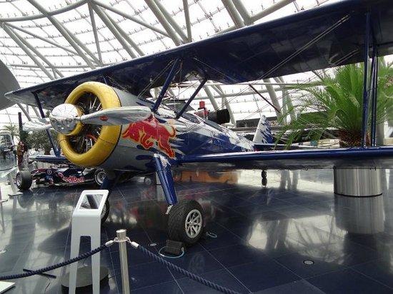 Red Bull Hangar-7: Dentro del hangar 7