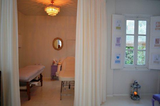 Fish Spa Kangal Santorini - Wellness Center: massage area