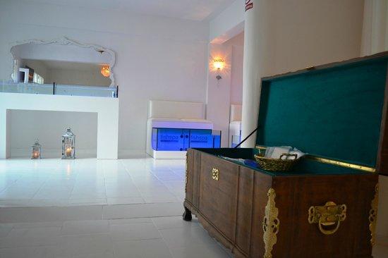 Fish Spa Kangal Santorini - Wellness Center: hand bar