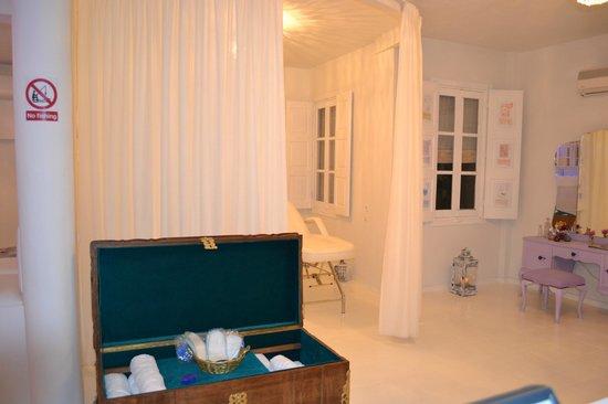 Fish Spa Kangal Santorini - Wellness Center: massage room