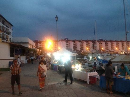 Marina Vallarta: more vendors
