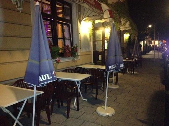 Radha Indian Restaurant: Outdoor seating