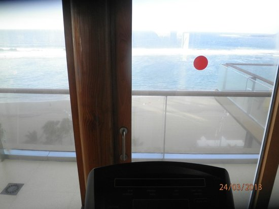 Reina Isabel Hotel: Blick vom Cross-Trainer (Fittness-Raum) am Morgen