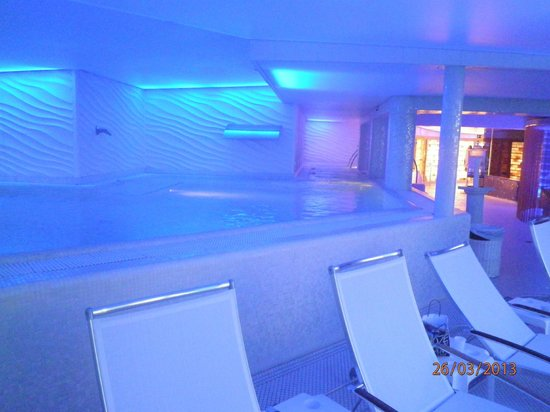 Bull Reina Isabel & Spa: Indoor-Pool in der 9ten Etage
