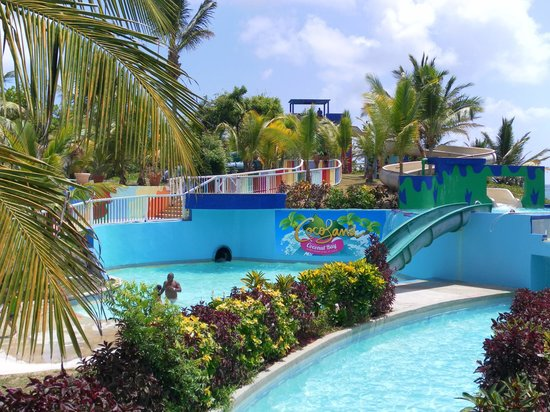 Coconut Bay Beach Resort & Spa: Slides