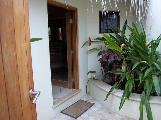 Hopkins, Belize : Entry area of Casita