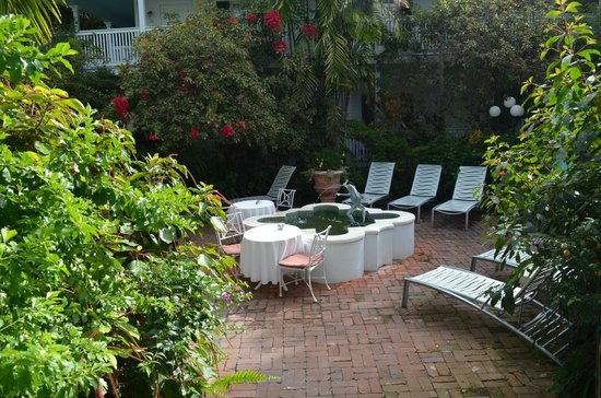 The Gardens Hotel: Courtyard is a perfect place to read and relax