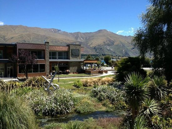 Speights Ale House Wanaka: The Wanaka Speights Ale House is situated on Ardmore Street next to Bullock Creeek and across th