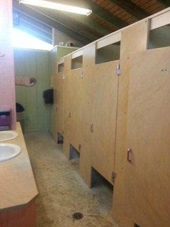 Delicieux Sugarloaf Key / Key West KOA: Ladies Bathroom In Bathhouse
