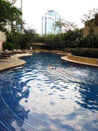 Sheraton Imperial Kuala Lumpur Hotel: Pool early in the morning