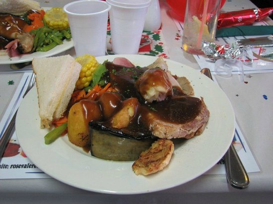 Rosevale Retreat Hotel : It's all there, pork, turkey,chicken,ham..the Xmas works
