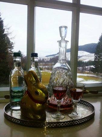 Dalmunzie Castle: Complimentary sherry, water and easter bunny.
