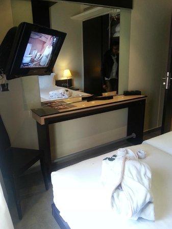 Dellarosa Hotel Suites & Spa: Bedroom