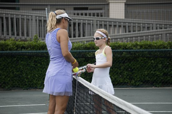 Island Tennis : Instruction at the net