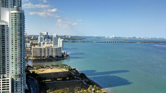 Doubletree by Hilton Grand Hotel Biscayne Bay: The beautiful view from our balcony
