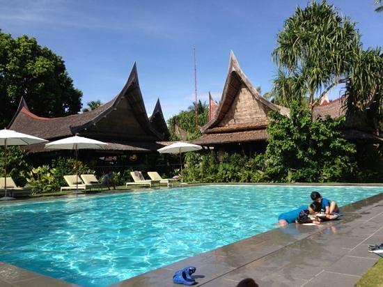 DEDON Island Resort: pool area