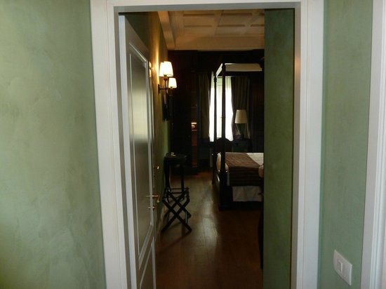 San Firenze Suites & Spa: view of room from front door