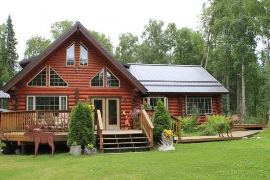 Meandering Moose Lodging: B&B - front