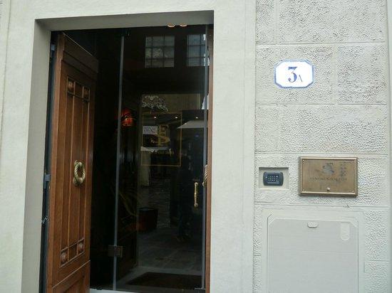 San Firenze Suites & Spa: hotel entrance