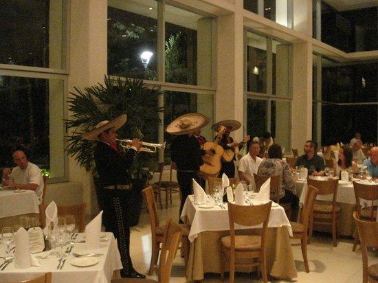 Luxury Bahia Principe Sian Ka'an Don Pablo Collection: Mariachi at the buffet