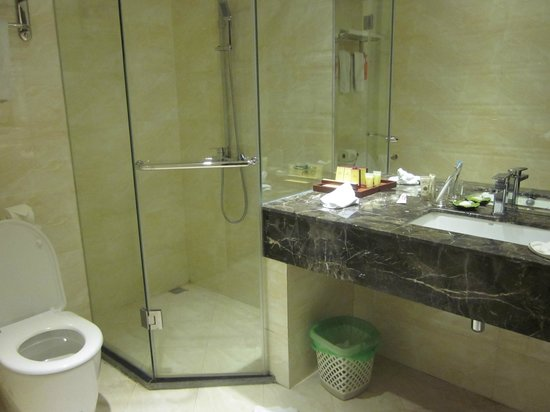 Hanoi Sky Hotel: clean washroom