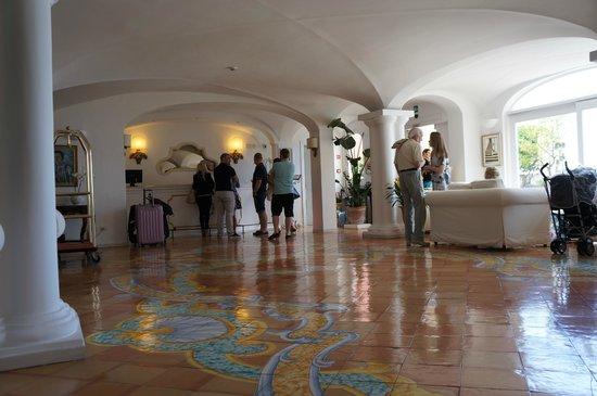 Hotel Marincanto: hotel lobby