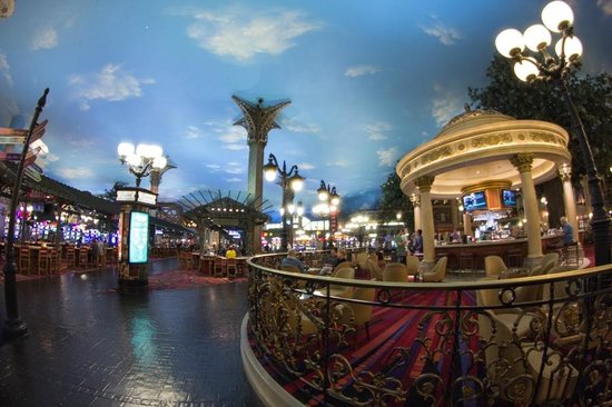 Paris Las Vegas: Common area and casino