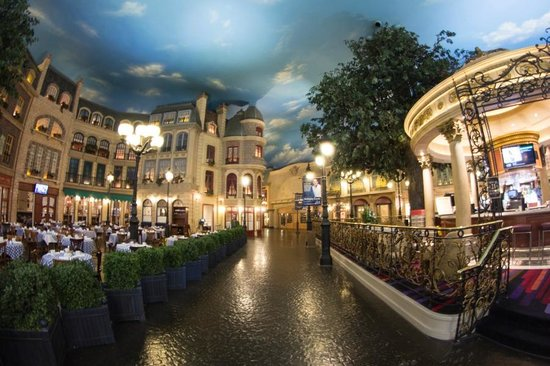 Paris Las Vegas: Common area and restaurant