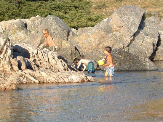 San Clemente, Αργεντινή: Niños disfrutando en el río San José