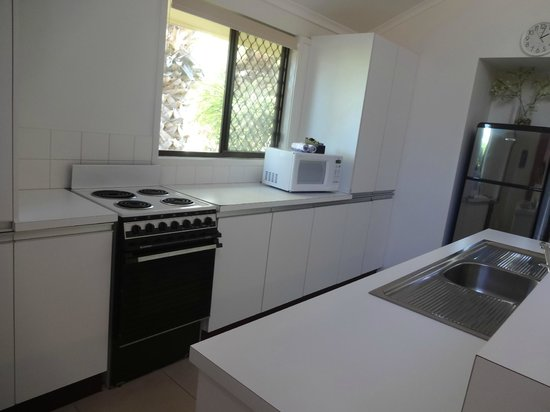 Wolngarin Holiday Resort Noosa: Well-equipped kitchen