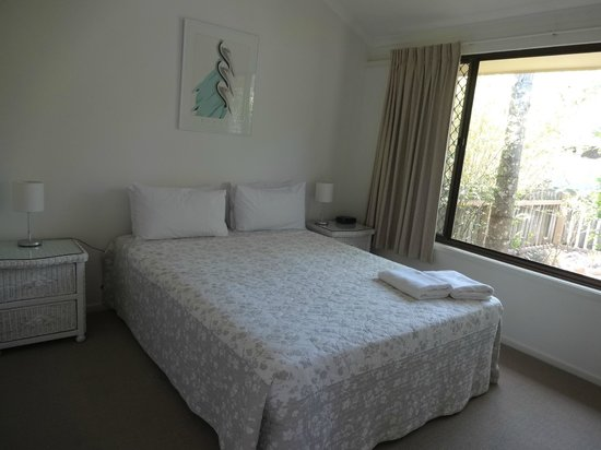 Wolngarin Holiday Resort Noosa: Queen bed in one room