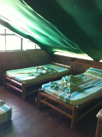 Frendz Resort and Hostel Boracay: Mix dorms (total 5 beds) and one double bed downstaris