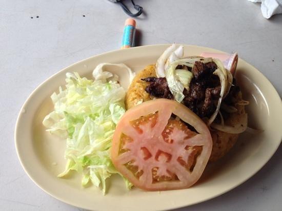 El Racar Seafood Restaurant: mofongo con churrasco