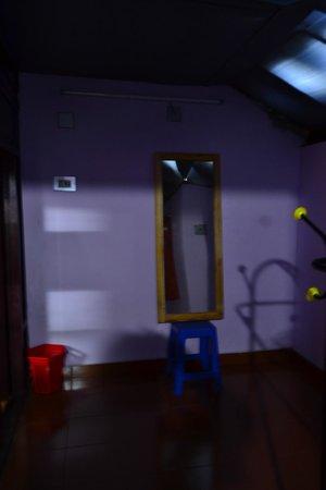 Kudajadri Drizzle Homestay : Dressing Room