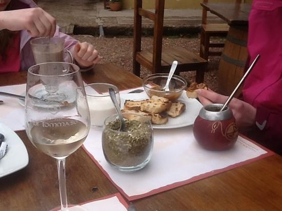 Bodega Familia Di Tommaso: The classic Argentinian combination of Maté, dulche de leche and toast!