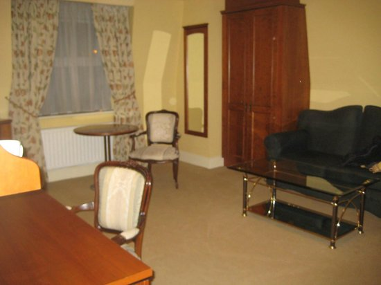 Ambassador Hotel & Health Club Cork: huge room (executive room)