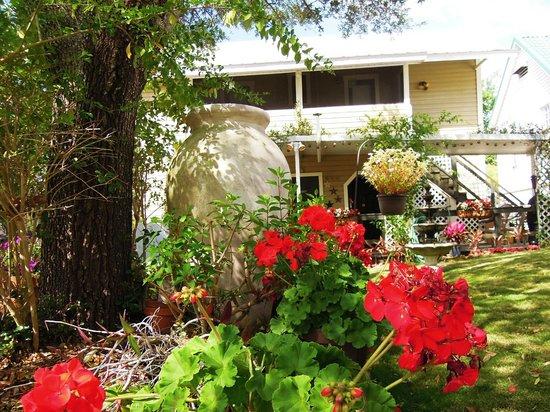 Maison en Ville: The Beautiful Backyard.