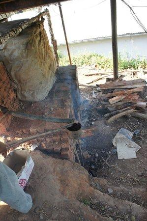 chauffe eau au bois photo de feon 39 ny ala andasibe. Black Bedroom Furniture Sets. Home Design Ideas