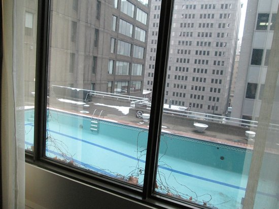 Hotel Omni Mont-Royal: Not a great view! 4th floor, north side of building.