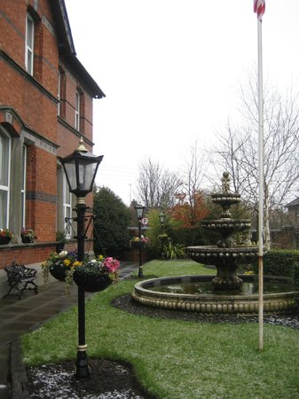 Scholars Townhouse Hotel: hotel grounds