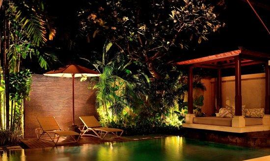 Disini Luxury Spa Villas : 2013 Picture of sun chair and gazebo